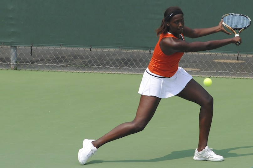 Gators' Caroline Hitimana wins the number 5 seed in singles with a score of 6-1, 6-1.