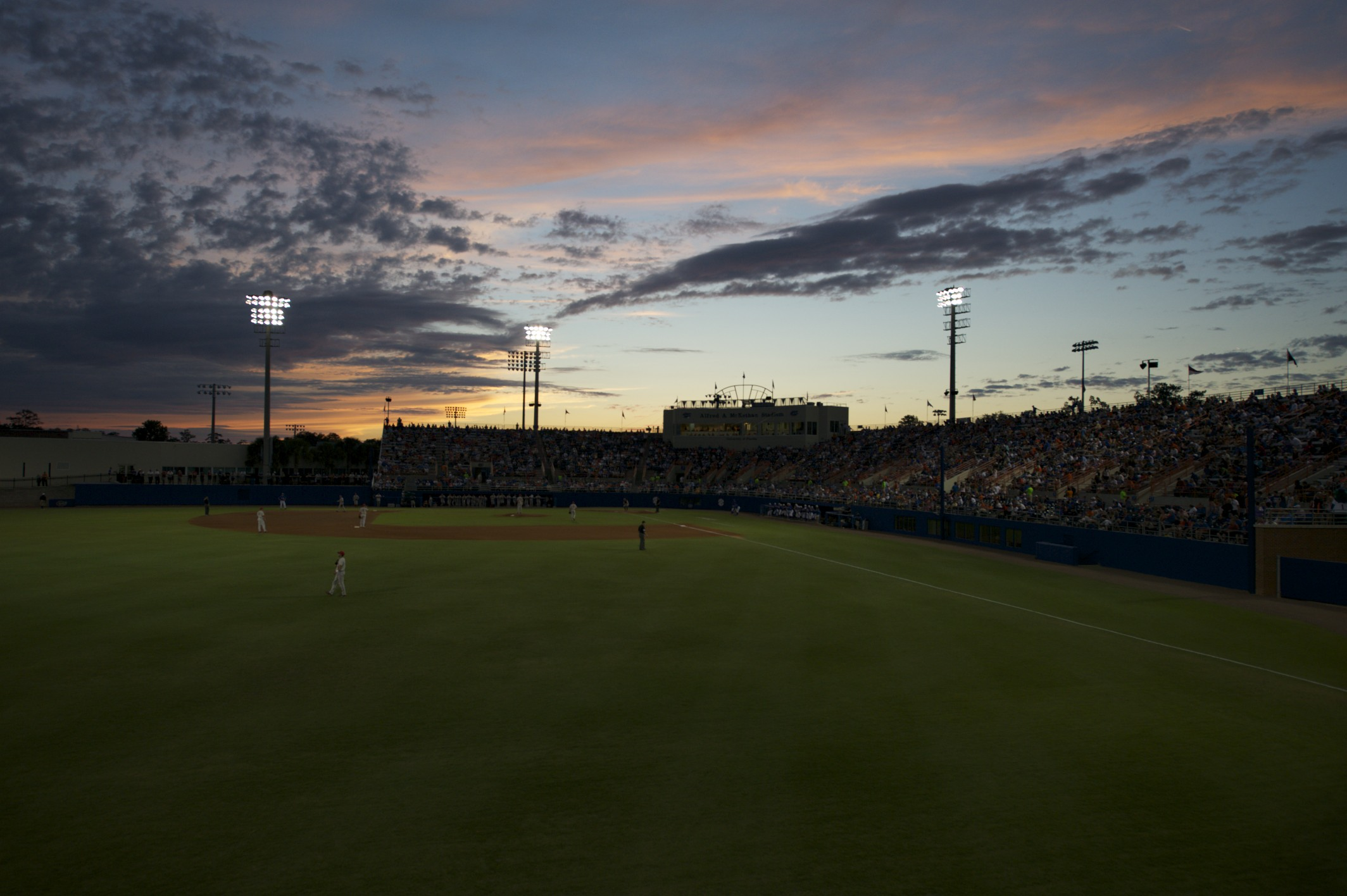 4,840 fans cheered on the Gators Friday night against the Georgia Bulldogs.