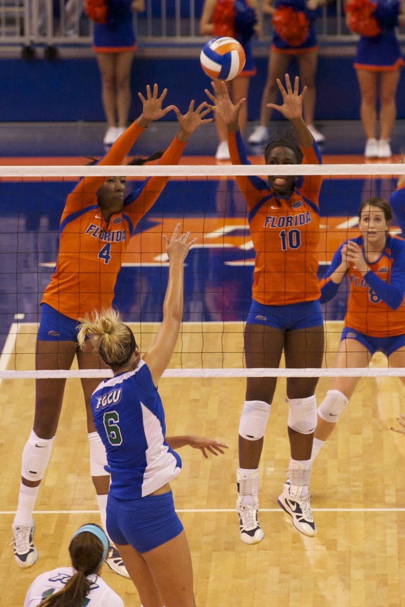 Wiggs and Mann stop Florida Gulf Coast with a block.