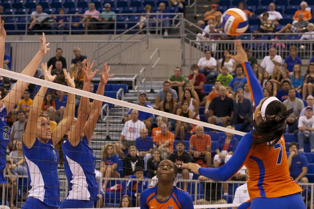 Mallette tips it over the triple block for the point in the 3rd set.