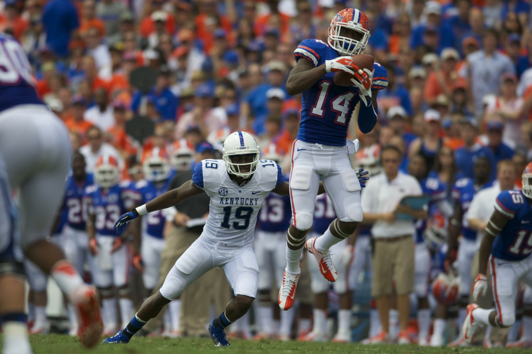 Jaylen Watkins of the Florida Gators has a 26-yard interception return for a touchdown in the first half.