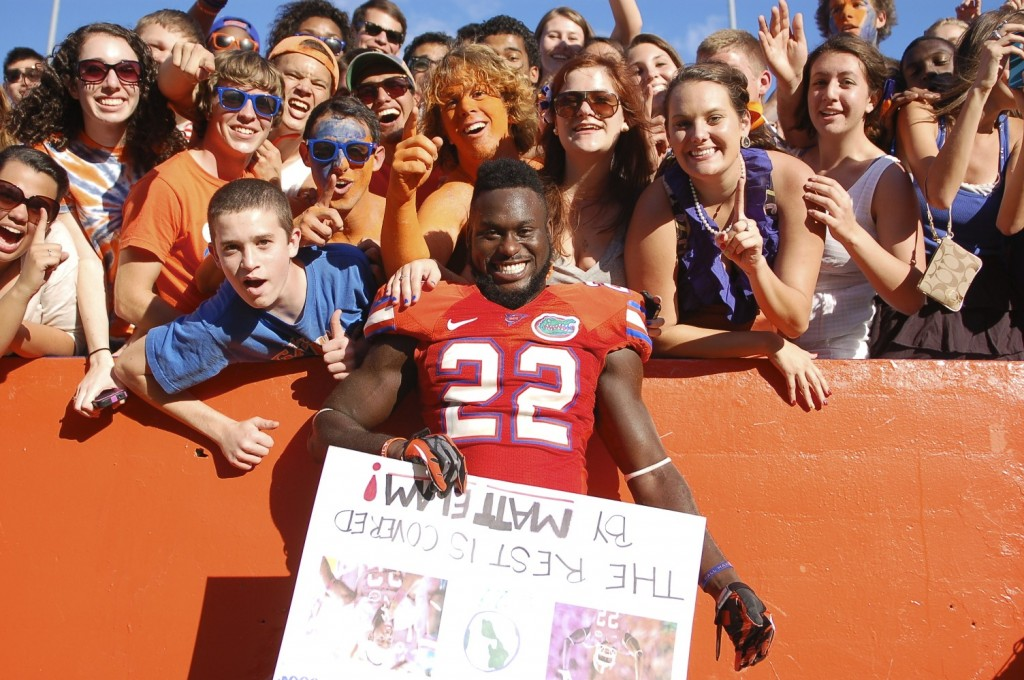 Florida's Matt Elam (22) shows his support for his fans after the victory over Lousiana Saturday afternoon.