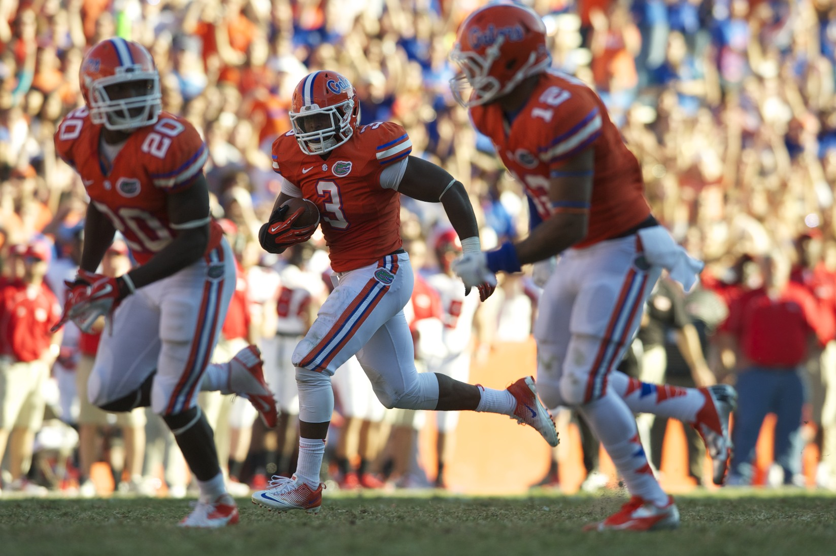 After a blocked punt by Florida's Loucheiz Purifoy, Jelani Jenkins (3) recovered the ball and ran for a touchdown in the final seconds of the game, allowing the Gators to take the win over Louisiana's Ragin' Cajuns.