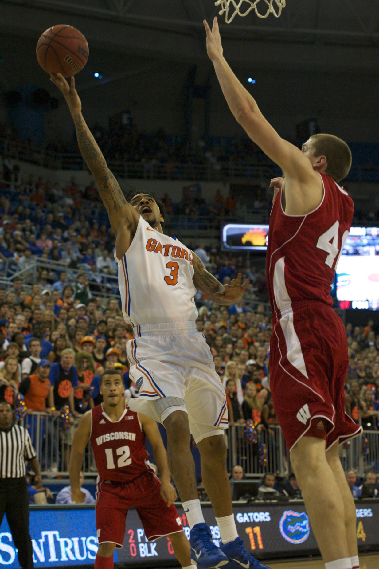 Mike Rosario (3) reaches for a lay up and puts 2 on the board for the Florida Gators Wednesday night.