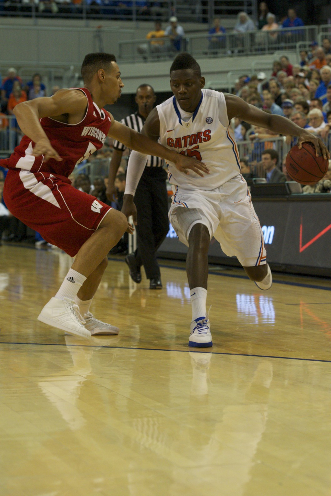 Will Yeguete (15) passes Wisconsin defender to make a play for the Florida Gators Wednesday night.