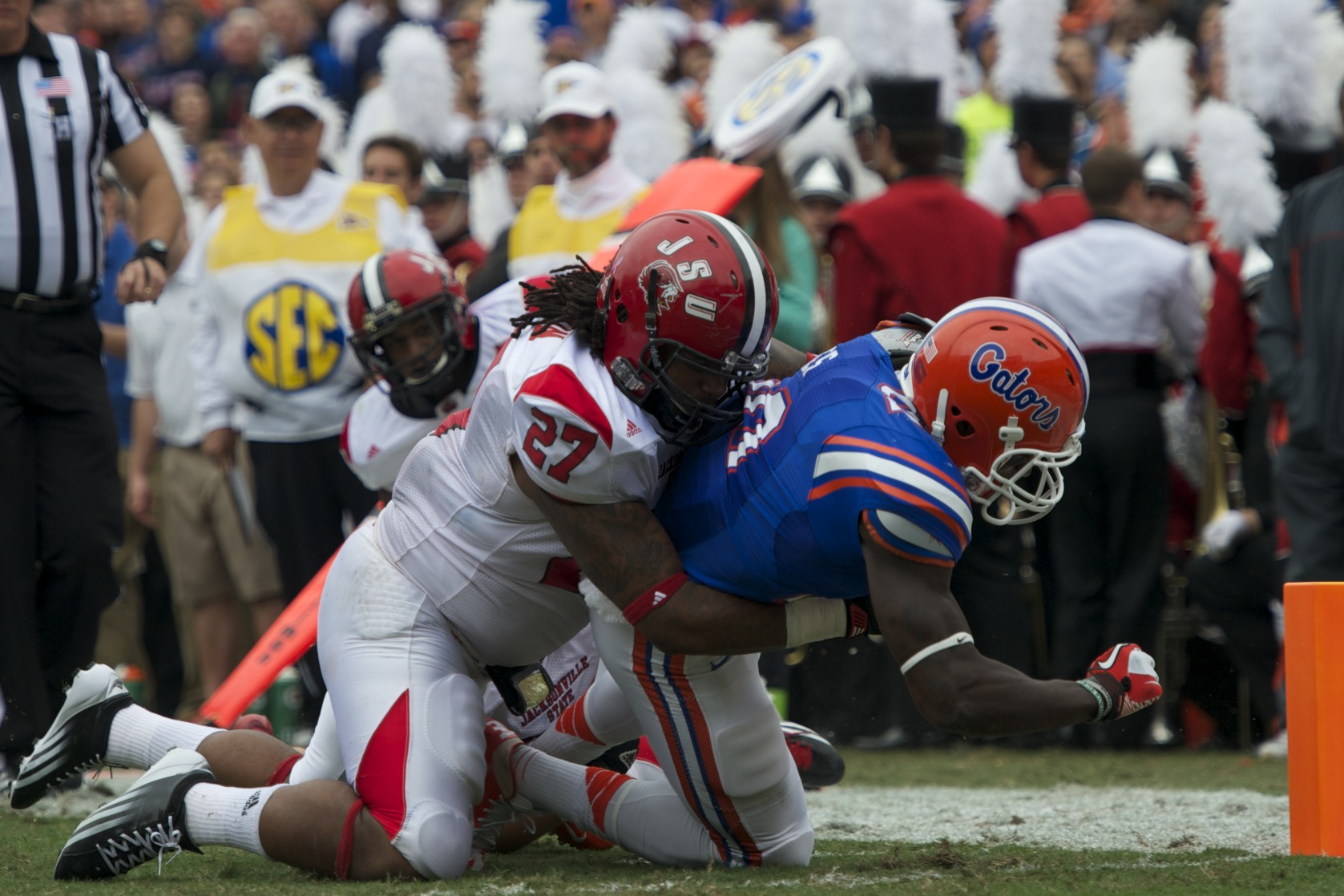 Omarius Hines (20) runs the ball to get Florida first and goal in the second quarter of Saturday's game.