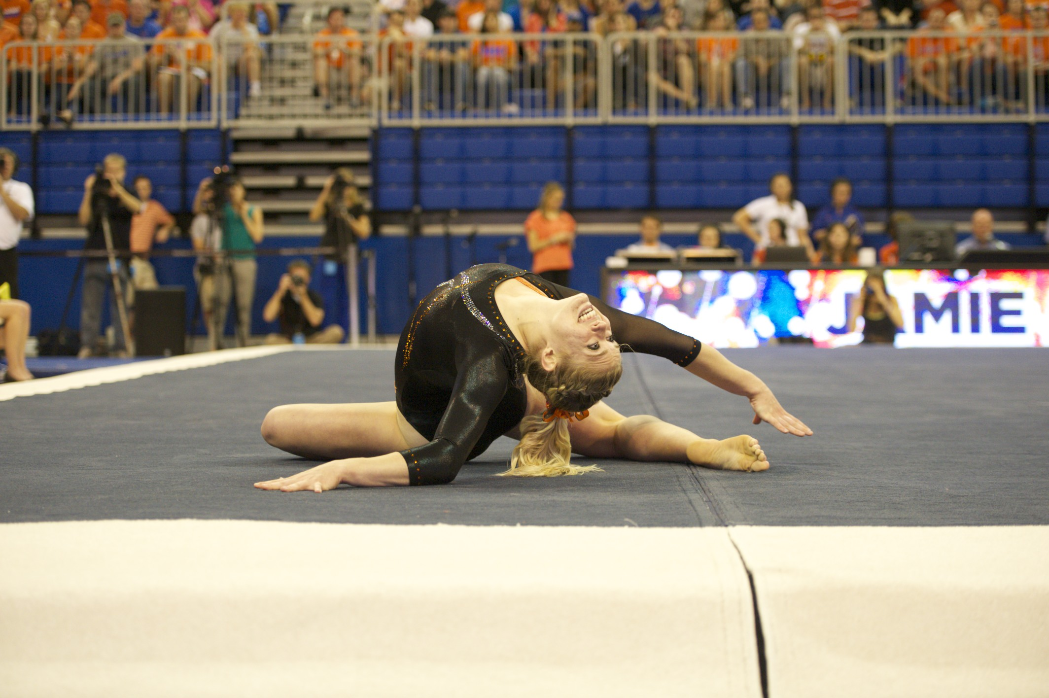 Jamie Shisler competes on floor Friday night.