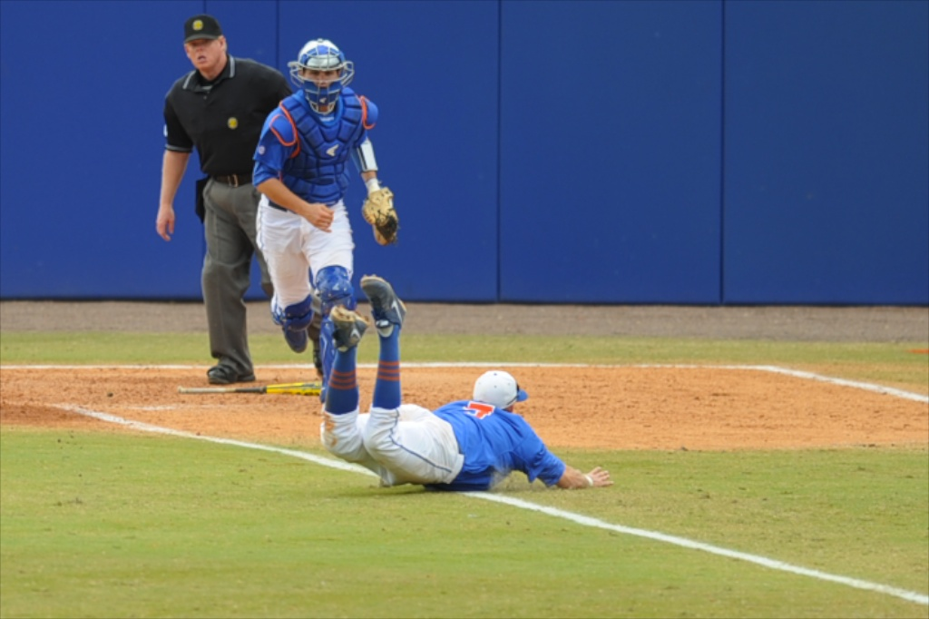 Zack Powers (5) attempts to field the ball but misses, allowing Kentucky a single Sunday afternoon.