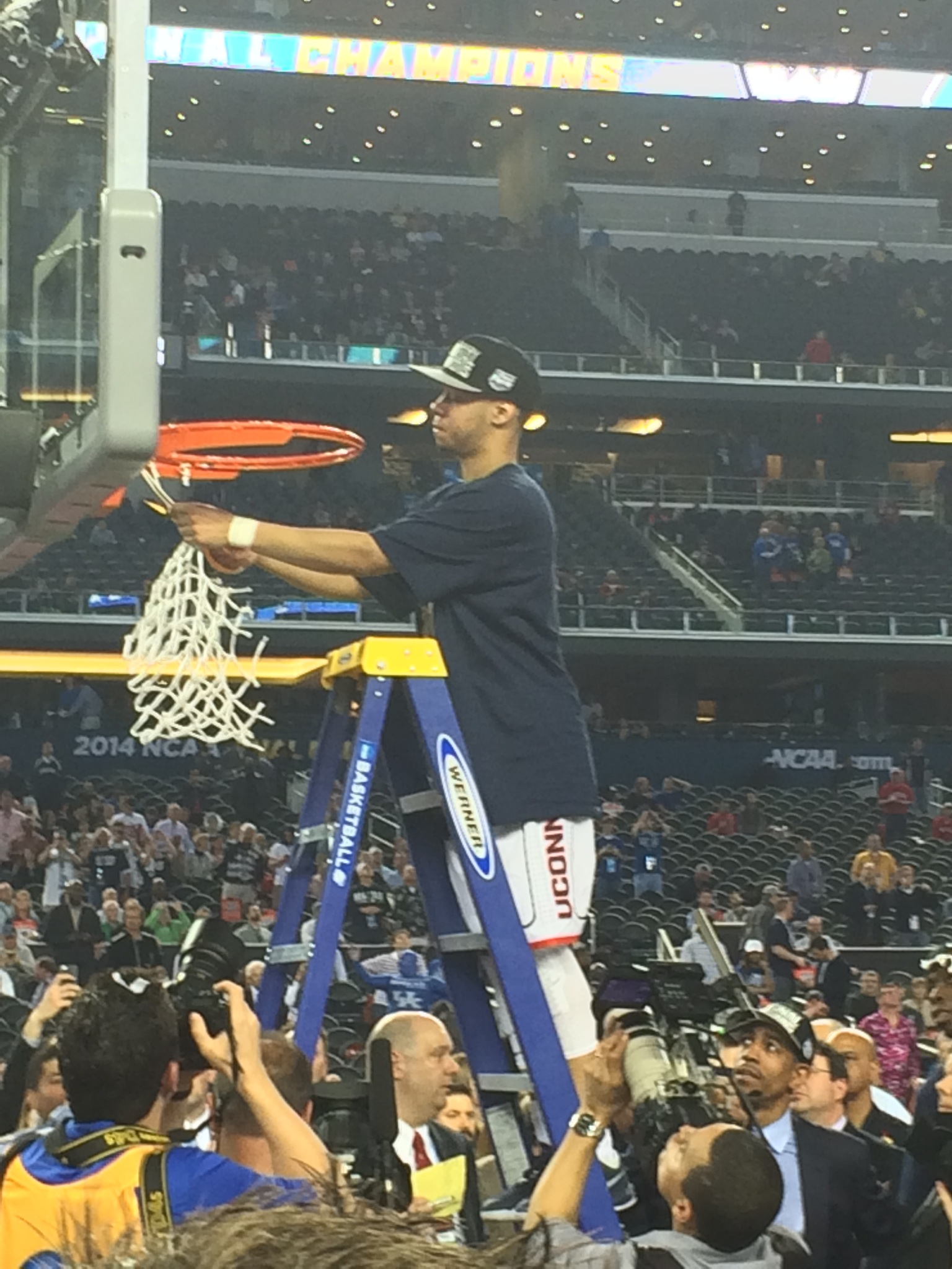 Tournament Most Outstanding Player Shabazz Napier cuts down the net
