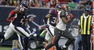 Tampa Bay Buccaneers running back Charles Sims (34) makes a run against the Houston Texans during the first half of an NFL football game Sunday, Sept. 27, 2015, in Houston. (AP Photo/Patric Schneider)