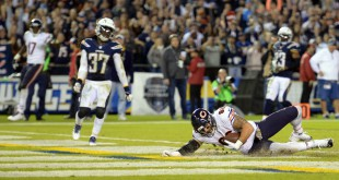Nov 9, 2015; San Diego, CA, USA; Chicago Bears tight end Zach Miller (86) scores a touchdown during the fourth quarter against the San Diego Chargers in a 22-19 win over the Chargers at Qualcomm Stadium. Mandatory Credit: Jake Roth-USA TODAY Sports