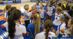Florida head coach Mary Wise talks with her team before their match against New Hampshire.