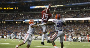 Dec 5, 2015; Atlanta, GA, USA; Alabama Crimson Tide wide receiver ArDarius Stewart (13) makes a 32 yard touchdown catch against Florida Gators defensive back Vernon Hargreaves III (1) and defensive back Marcus Maye (20) during the third quarter of the 2015 SEC Championship Game at the Georgia Dome. Mandatory Credit: Jason Getz-USA TODAY Sports