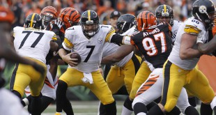 Dec 13, 2015; Cincinnati, OH, USA; Pittsburgh Steelers quarterback Ben Roethlisberger (7) runs the ball against the Cincinnati Bengals in the second half at Paul Brown Stadium. The Steelers won 33-20. Mandatory Credit: Mark Zerof-USA TODAY Sports