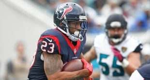 Oct 18, 2015; Jacksonville, FL, USA; Houston Texans running back Arian Foster (23) runs during the second half of a ootball game against the Jacksonville Jaguarsat EverBank Field. Mandatory Credit: Reinhold Matay-USA TODAY Sports