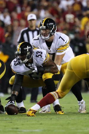 Sep 12, 2016; Landover, MD, USA; Pittsburgh Steelers quarterback Ben Roethlisberger (7) lines up under Steelers center Maurkice Pouncey (53) against the Washington Redskins at FedEx Field. Mandatory Credit: Geoff Burke-USA TODAY Sports