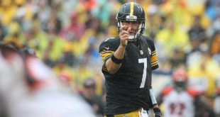 Sep 18, 2016; Pittsburgh, PA, USA; Pittsburgh Steelers quarterback Ben Roethlisberger (7) motions to teammates against the Cincinnati Bengals during the second half at Heinz Field. The Steelers won the game 24-16. Mandatory Credit: Jason Bridge-USA TODAY Sports