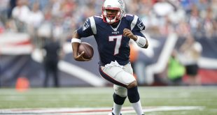 Sep 18, 2016; Foxborough, MA, USA;  New England Patriots quarterback Jacoby Brissett (7) carries the ball during the fourth quarter against the Miami Dolphins at Gillette Stadium.  The New England Patriots won 31-24.  Mandatory Credit: Greg M. Cooper-USA TODAY Sports