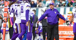 Oct 23, 2016; Philadelphia, PA, USA; Minnesota Vikings head coach Mike Zimmer yells at his offense as they come of the field during the third quarter against the Philadelphia Eagles at Lincoln Financial Field. The Eagles defeated the Vikings, 21-10. Mandatory Credit: Eric Hartline-USA TODAY Sports