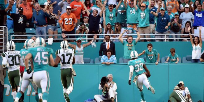 b37ce208e Drake's 96-yard Kickoff Return Lifts Dolphins Over Jets - ESPN 98.1 ...