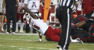 Nov 17, 2016; Houston, TX, USA; Louisville Cardinals quarterback Lamar Jackson (8) dives for a first down during the third quarter against the Houston Cougars at TDECU Stadium. Mandatory Credit: Troy Taormina-USA TODAY Sports