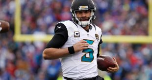Nov 27, 2016; Orchard Park, NY, USA; Jacksonville Jaguars quarterback Blake Bortles (5) carries the ball during the second half against the Buffalo Bills at New Era Field. The Bills won 28-21. Mandatory Credit: Kevin Hoffman-USA TODAY Sports