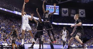 Jan 21, 2017; Lexington, KY, USA; Kentucky Wildcats guard Isaiah Briscoe (13) shoots the ball against South Carolina Gamecocks guard Sindarius Thornwell (0) and guard Justin McKie (20) in the second half at Rupp Arena. Kentucky defeated South Carolina 85-69. Mandatory Credit: Mark Zerof-USA TODAY Sports