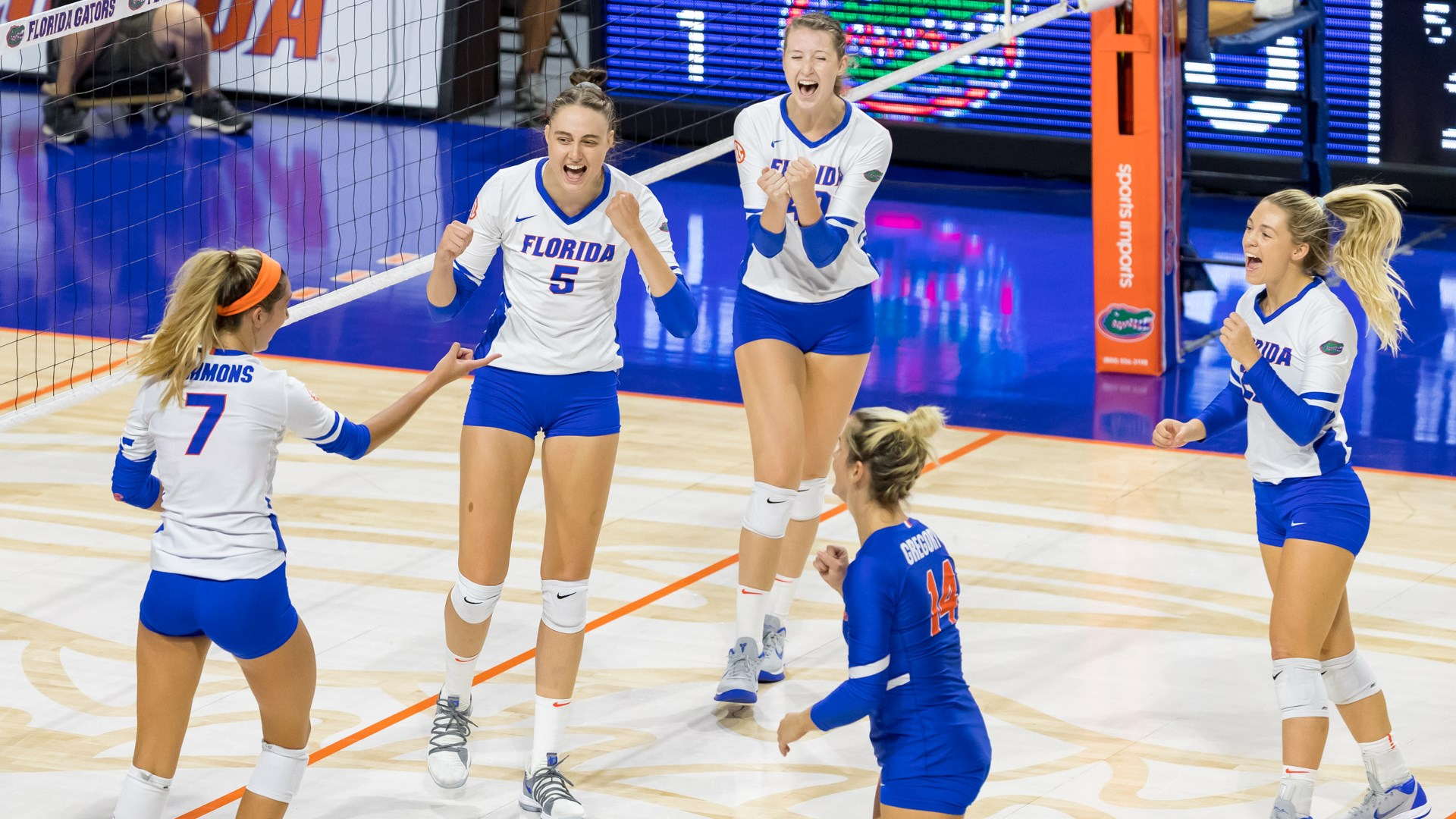 Florida Volleyball Comes Back To Defeat Dayton Espn 98 1 Fm 850 Am Wruf