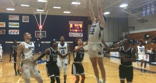 Santa Fe player dunks ball