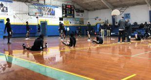 Hawthorne basketball team stretches pre-game