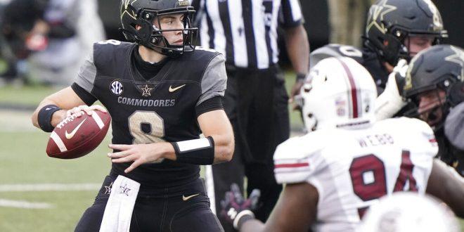 Vanderbilt quarterback Ken Seals (8) passes against South Carolina