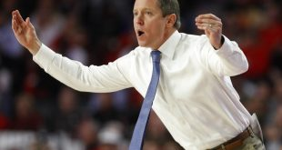 Gators basketball coach gestures