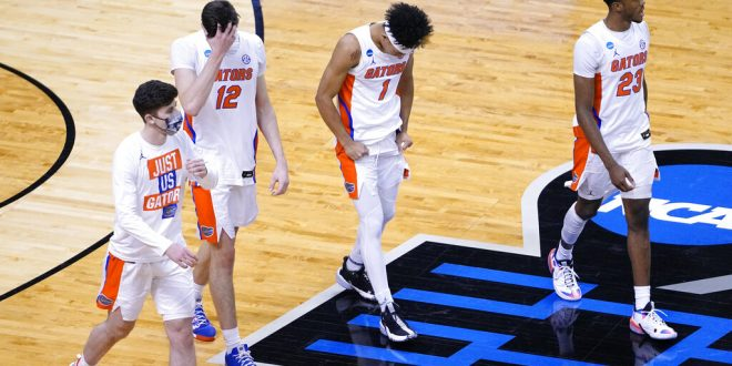 UF hoops walks off court