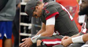 Buccaneers quarterback Brady on bench