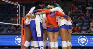 Gators volleyball huddle